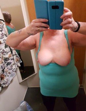 Chubby Nude Selfie Pics